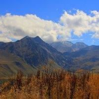 В горах Приэльбрусья :: Vladimir 070549