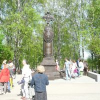 Памятник чекистам при входе в парк :: Виктор