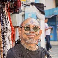 Базарный торговец в Бангкоке. :: Евгений Подложнюк