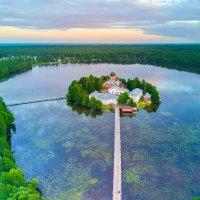 Монастырь на озере :: Дак -