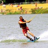 По озеру на водных лыжах. :: Борис Митрохин