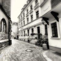 В старинном переулке :: Татьяна Каримова