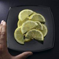 Лимон на тарелке :: Иван Смирнов