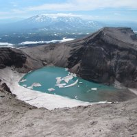 Голубое озеро в кратере вулкана Горелый :: Александр Белов