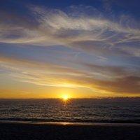 Утомленное солнце нежно с морем прощалось... :: Ольга Чистякова