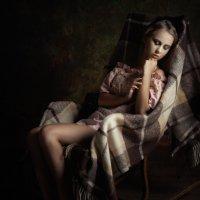 Девушка в кресле :: Sergey Martynov