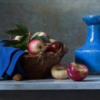 Нектарины и синий кувшин :: Татьяна Карачкова