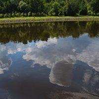 Облака купаются в реке,спрыгнули и весело смеются… :: Galina Leskova