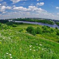 Облака над круглой Землёй в Коломенском :: Николай Смольников