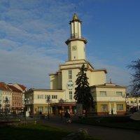 Городская   ратуша   в   Ивано - Франковске :: Андрей  Васильевич Коляскин