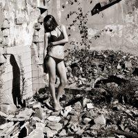 Девушка в развалинах :: Елена Науменко