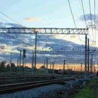 Закат на железной дороге :: Сергей Кочнев