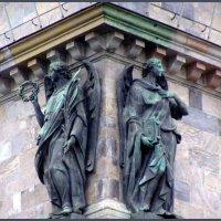 Ангелы Исакиевского собора :: vadim