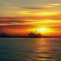 Закат в порту :: Сергей Форос