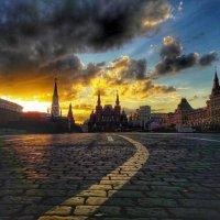 Вечер на площади :: Ирина Крохмаль