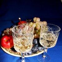 Фрукты и вино :: Наталья Золотых-Сибирская
