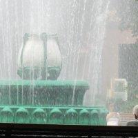 У фонтана... :: Владимир Павлов
