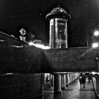 выход из подземного перехода на Невском :: Елена