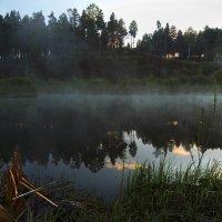 Ещё туман над спящим озером висит... :: Александр Попов
