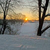 Солнце над заводью :: Дубовцев Евгений