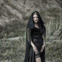 Девушка в черном :: Сергей