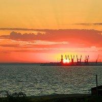 Прощание с солнцем :: Александр Бурилов