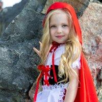 Красная Шапочка... :: Алексей Зауральский