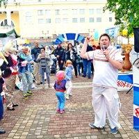 Уличный зазывала.. :: Vladimir Semenchukov