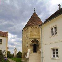 Одга из самых древних церквей Европы в пасмурный день. :: M Marikfoto