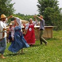 народные танцы :: Елена Аксамит