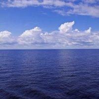 Облака над озером :: Николай Смольников