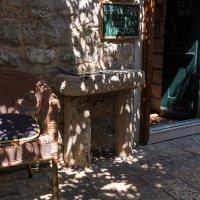 Тени на улице Старого города. Будва, Черногория :: Андрей Илларионов