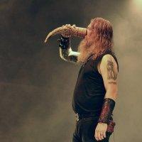 Йохан Хегг (Amon Amarth) на концерте в Екатеринбурге :: Игорь Лобанов