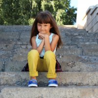 Девочка на набережной :: Юлия Сова