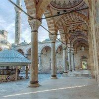 Внутренний двор мечети Явуз султан Селима :: Ирина Лепнёва