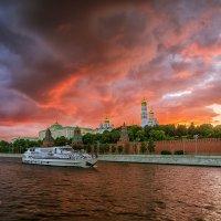 Закат над Московским кремлем. :: Игорь Соболев