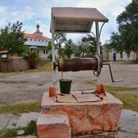 Единственный колодец с пресной водой на Казантип.(но правда вонючей) :: владимир