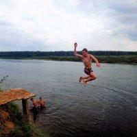 Прыжок в Мологу реку 4... :: Sergey Gordoff