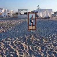 The Box - пляж эмоций. Там можно было выйти из воды сухим... :: Александр Резуненко
