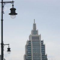 Москва. Высотка. Фонари :: Дмитрий Никитин