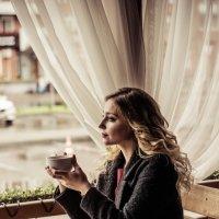 Девушка в кафе :: Екатерина Ляпич