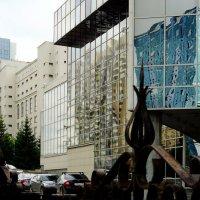 Зеркальный фасад в городской архитектуре 3 :: Сергей Царёв