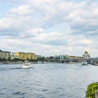 Москва, парк Горького, вид с Пушкинского моста на реку Москву :: Игорь Герман