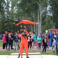 Показательные выступления спортсменов в городском парке :: Горкун Ольга Николаевна