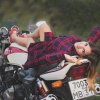 Регина и мотоцикл :: Инна Голубицкая