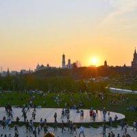 В лучах заходящего солнца... :: Anatoley Lunov
