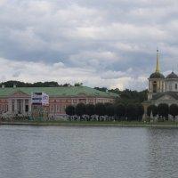 Кусково. Вид на дворец и  храм Спаса Всемилостивого :: Дмитрий Никитин