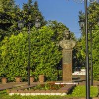 Бронзовый бюст советского космонавта А. Иванченкова (1984) :: Сергей Цветков