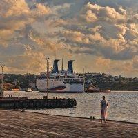 Как провожают пароходы.... :: Виктор Мороз