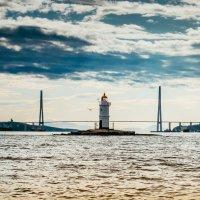Маяк Токаревский и Русский мост. Владивосток.(2) :: Александр Морозов